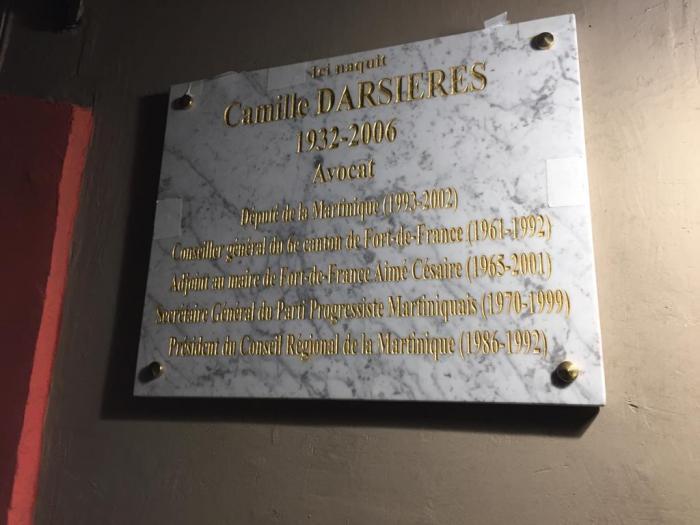 Pose d'une plaque en hommage à Camille Darsières