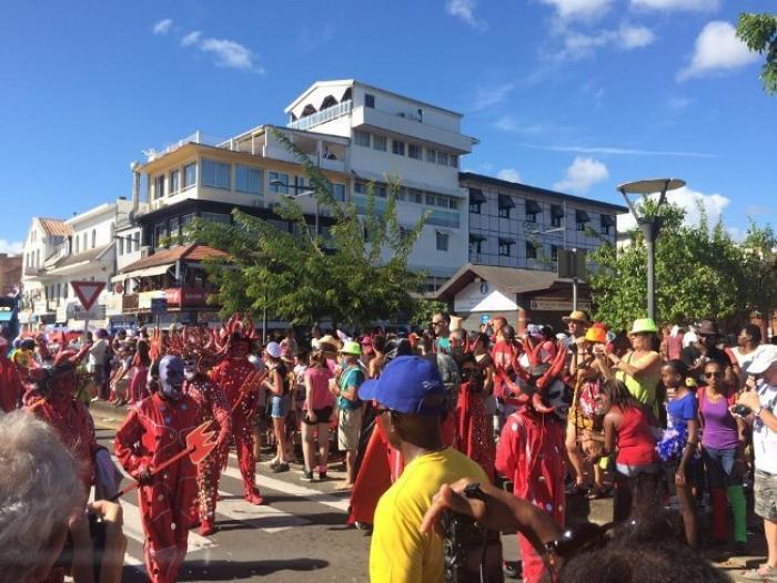 Première grande parade dans les rues de Fort-de-France