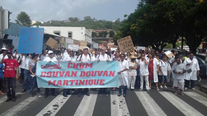 Près de 2000 personnes dans les rues de Fort-de-France pour sauver le système de santé