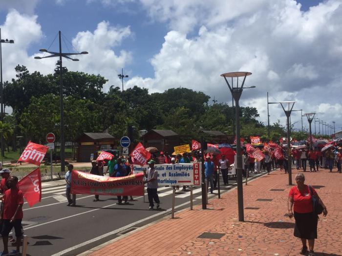 Près de 700 personnes dans les rues de Fort-de-France contre la loi du Travail