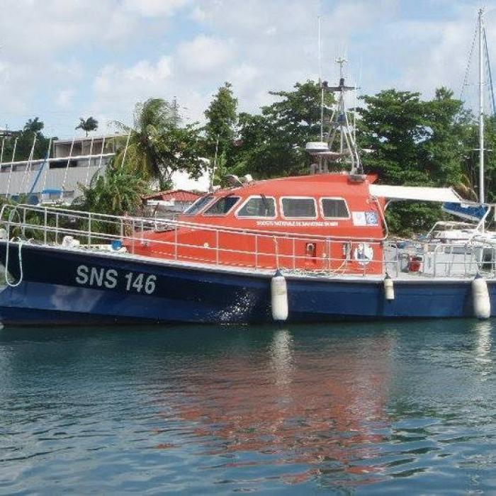 Sauvetage d'une yole vincentaise par le CROSS Antilles Guyane