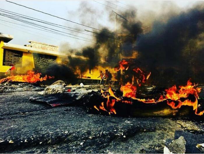 """Scènes """"apocalyptiques"""" en Haïti suite à la hausse du prix des carburants"""