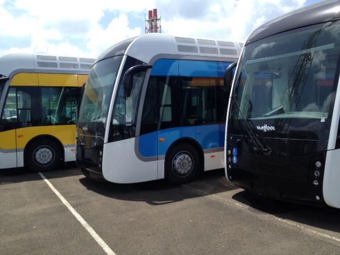 Six des quatorze bus du TCSP positionnés en Martinique