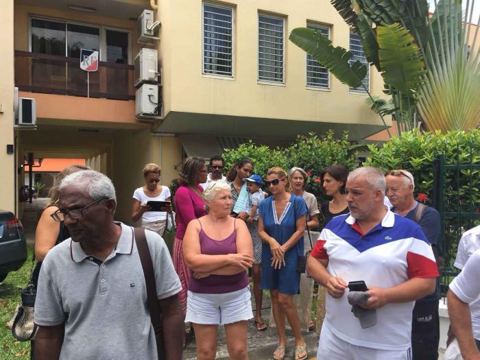 SOS Sargasses : première action citoyenne devant la sous-préfecture de Trinité