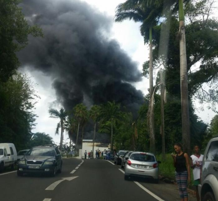 Spectaculaire incendie à l'usine Datex à Sainte-Marie
