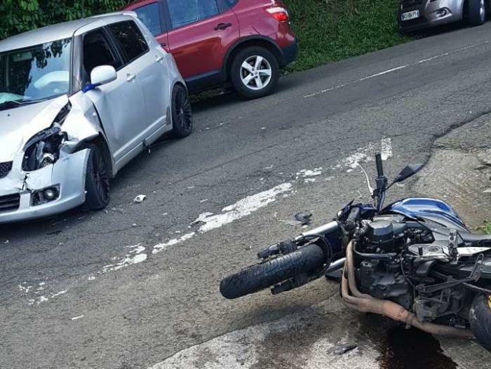 St Esprit: Le pilote d'une moto blessé dans un choc avec une voiture