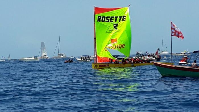 Tour des yoles 2017 : Rosette Orange arrive en tête à Saint-Pierre avec une voile déchirée
