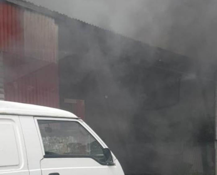 Trois voitures prennent feu dans un garage à Ducos
