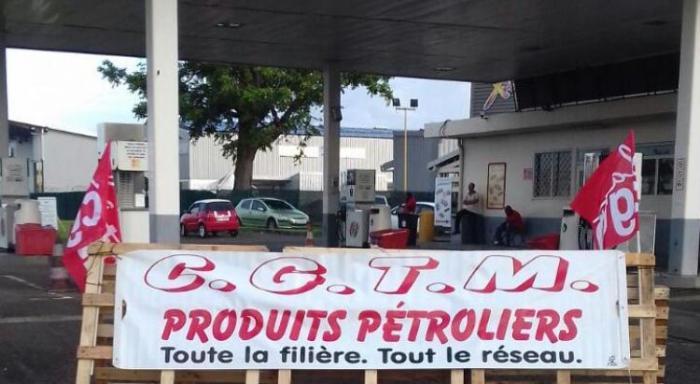 Troisième jour de grève à la station Vito au Lareinty au Lamentin