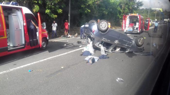 Un accident fait 2 blessés à Gourbeyre et opération de secours à la Coulisse