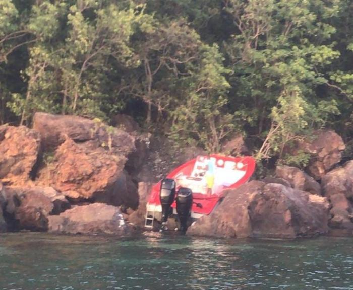 Un bateau percute des rochers à Grande Anse