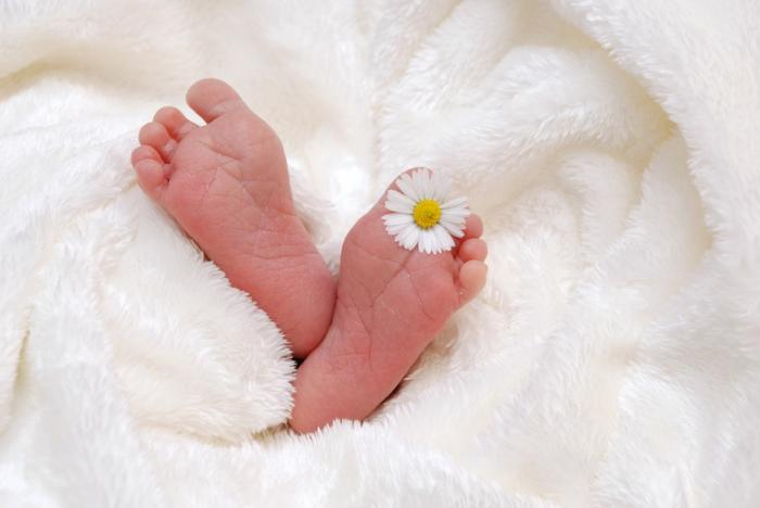 Un bébé naît dans une voiture à Carénage