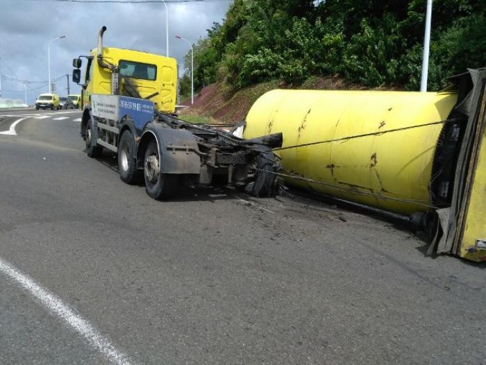 Un camion poubelle perd sa benne à la Manzo