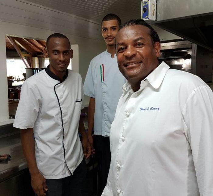 Un chef reconnu prodigue ses conseils à nos jeunes cuisiniers