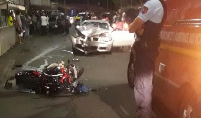 Un choc frontal à Rivière-Salée entre une moto et une voiture fait un mort et un blessé grave