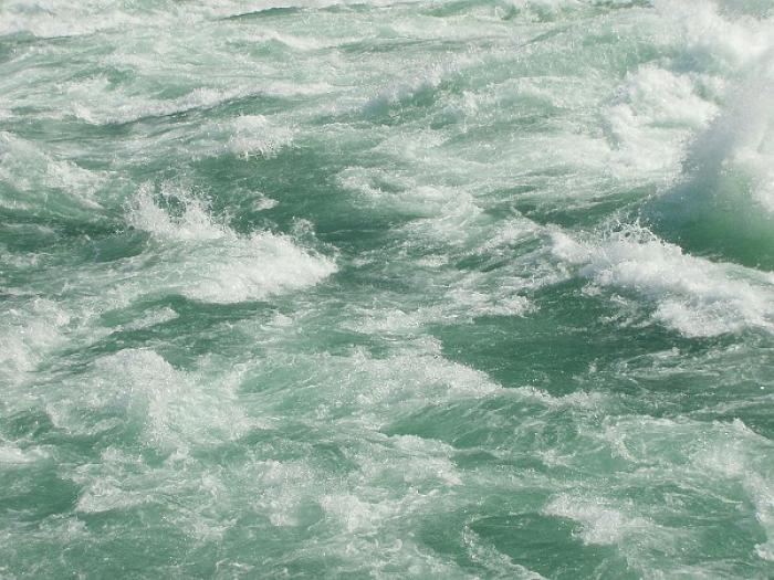 Un couple piégé par la montée des eaux à Goyave