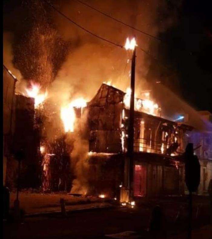 Un incendie en cours à Pointe à Pitre