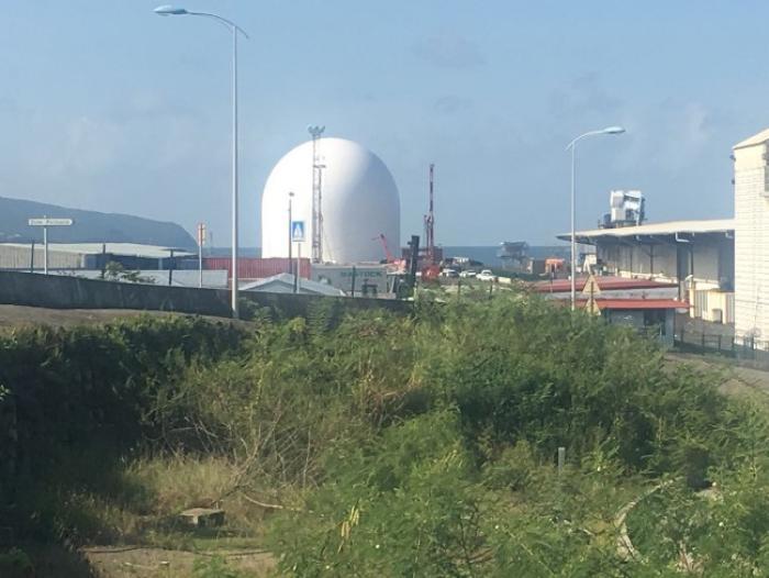 Un insolite et futuriste dôme au quai de l'hydrobase pour les besoins  de la centrale électrique Galion 2 d'Albioma