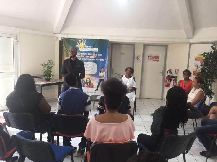 Un jeune entrepreneur rencontre les jeunes de la mission locale du centre