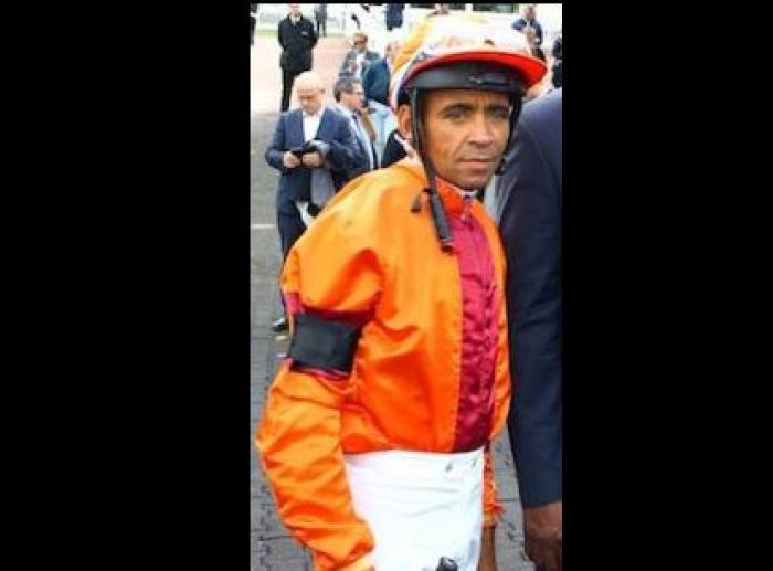 Un jockey décède des suites de ses blessures après une chute en course à Carrère