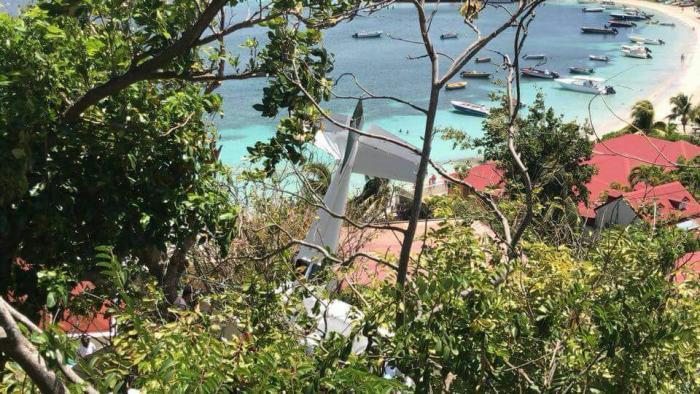 Un petit avion s'écrase aux Saintes