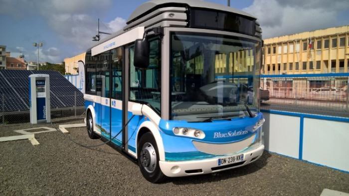 Un petit pas vers l'autonomie énergétique : la mise en service du bluebus, une navette écolo, silencieuse et gratuite