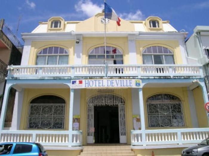 Un photo-montage à caractère sexuel secoue la mairie du Robert et la Martinique