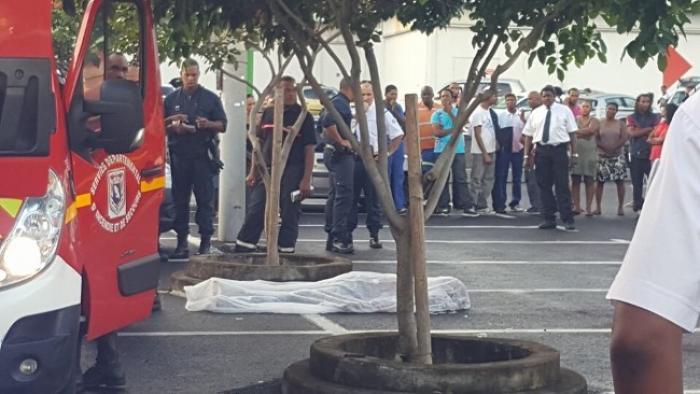 Un quinquagénaire ligoté décédé après sa découverte dans une voiture en feu à Fort-de-France