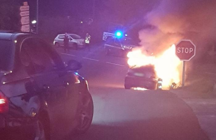 Un véhicule en feu à Sainte-Marie