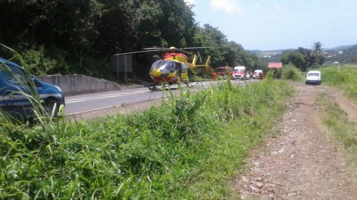Un véhicule en flamme provoque un accident à Trinité. Bilan 4 blessés dont 2 grièvement