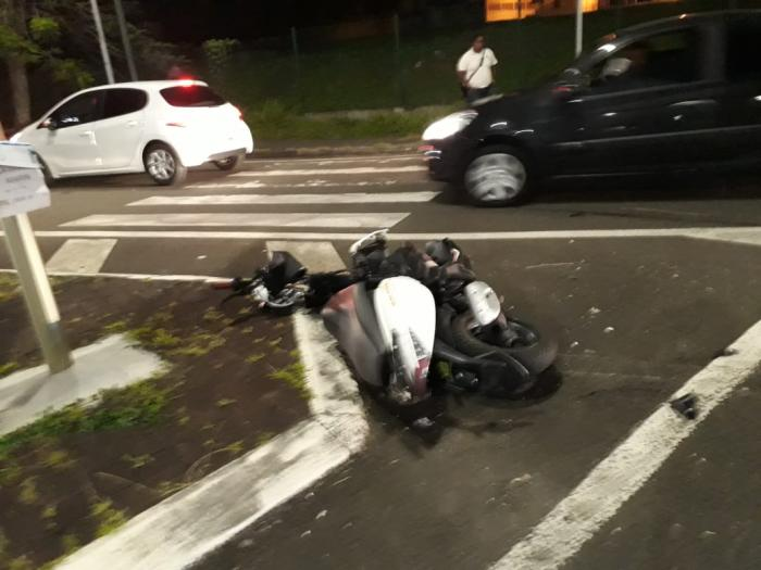 Une agression par arme à feu provoque un accident de la route