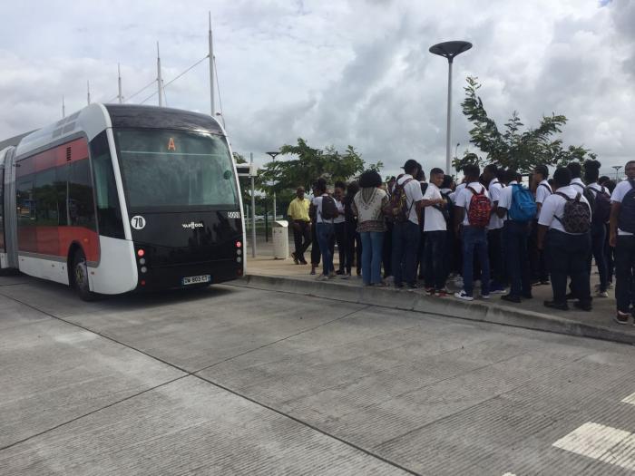 Une centaine de collégiens voyagent à bord du TCSP