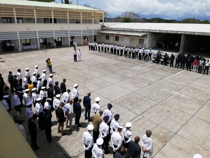 Une cérémonie d'hommage aux policiers morts