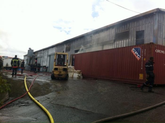 Une entreprise part en fumée à Ducos