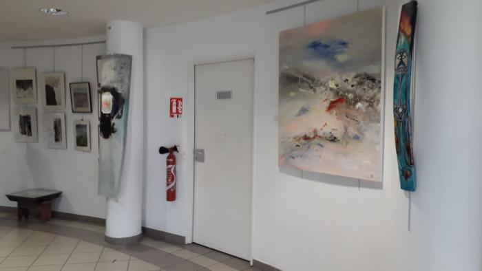 Une exposition d'arts visuels dans le hall de la MFME
