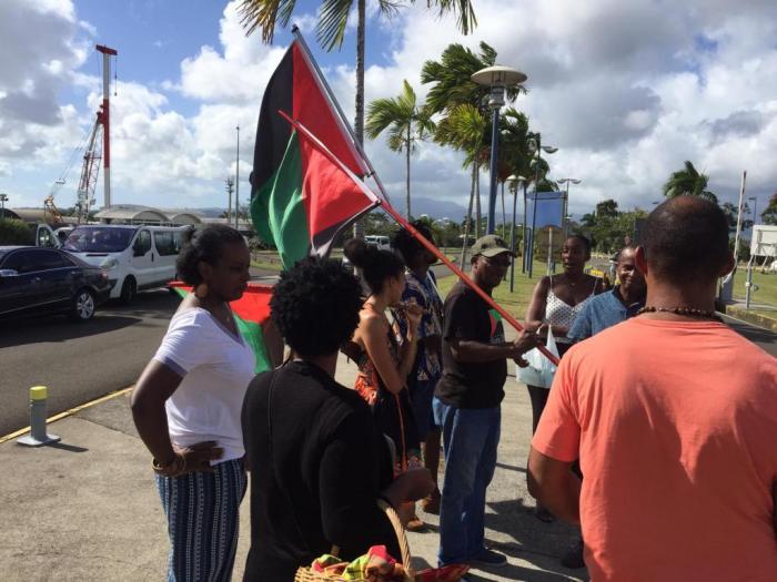 Une internaute dénonce des faits de discrimination raciale entre deux SDF à l'aéroport de Martinique