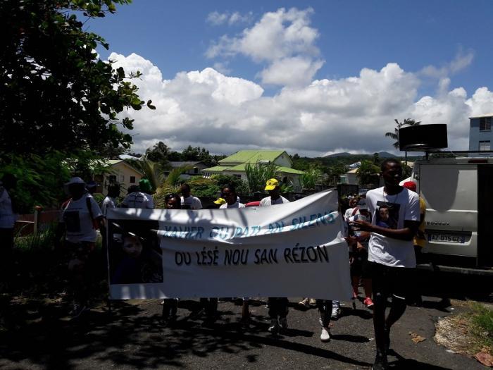Une marche blanche contre les violences conjugales