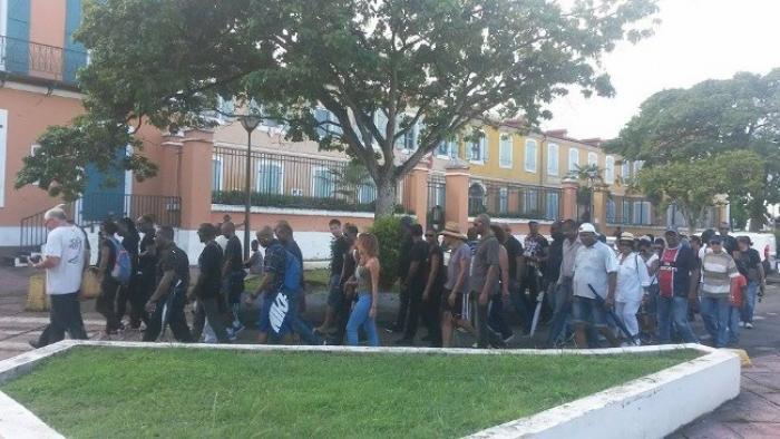 Une marche silencieuse et citoyenne des policiers