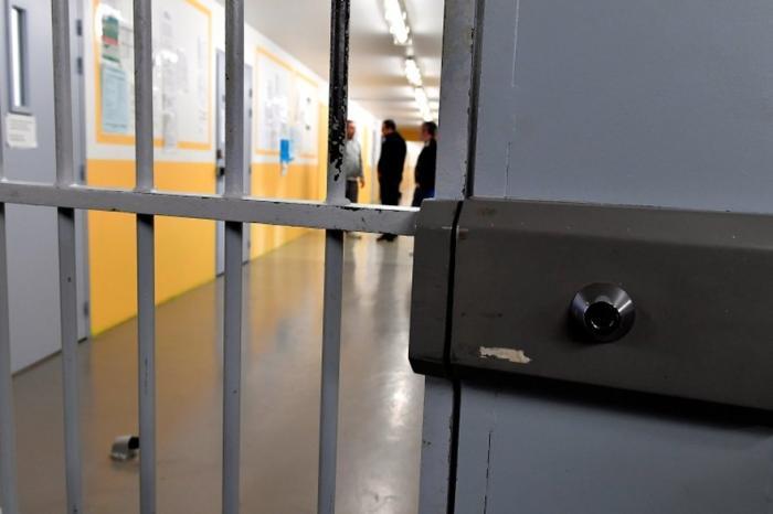 Une mère et son fils interpellés au parloir de la prison