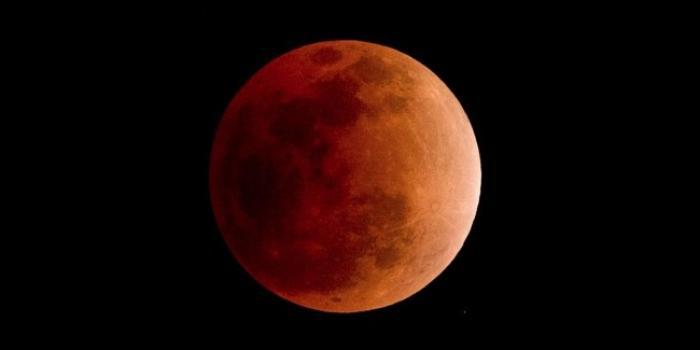 Une éclipse de lune rouge ce dimanche