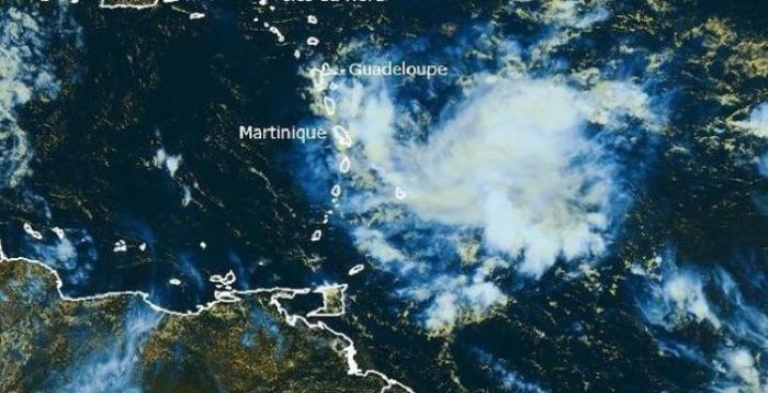 Une onde tropicale active en approche de la Martinique