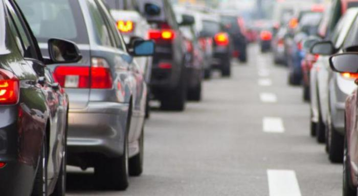 Une voiture accidentée bloque la route à la Jaille