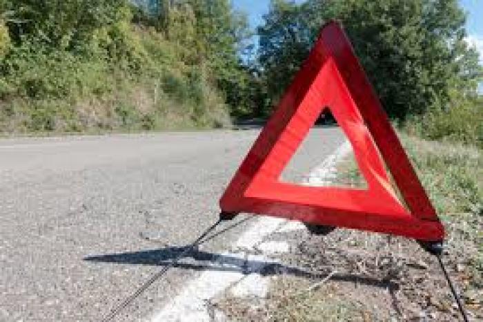 Une voiture fait plusieurs tonneaux après une collision avec un poids lourd