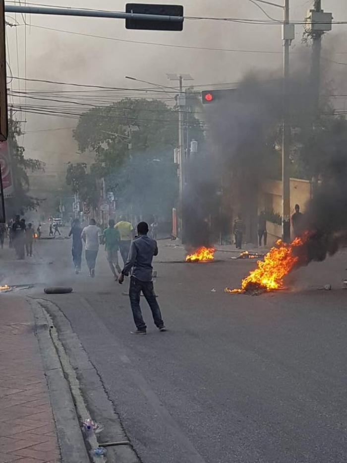 Violentes émeutes à Haïti après la hausse du prix des carburants